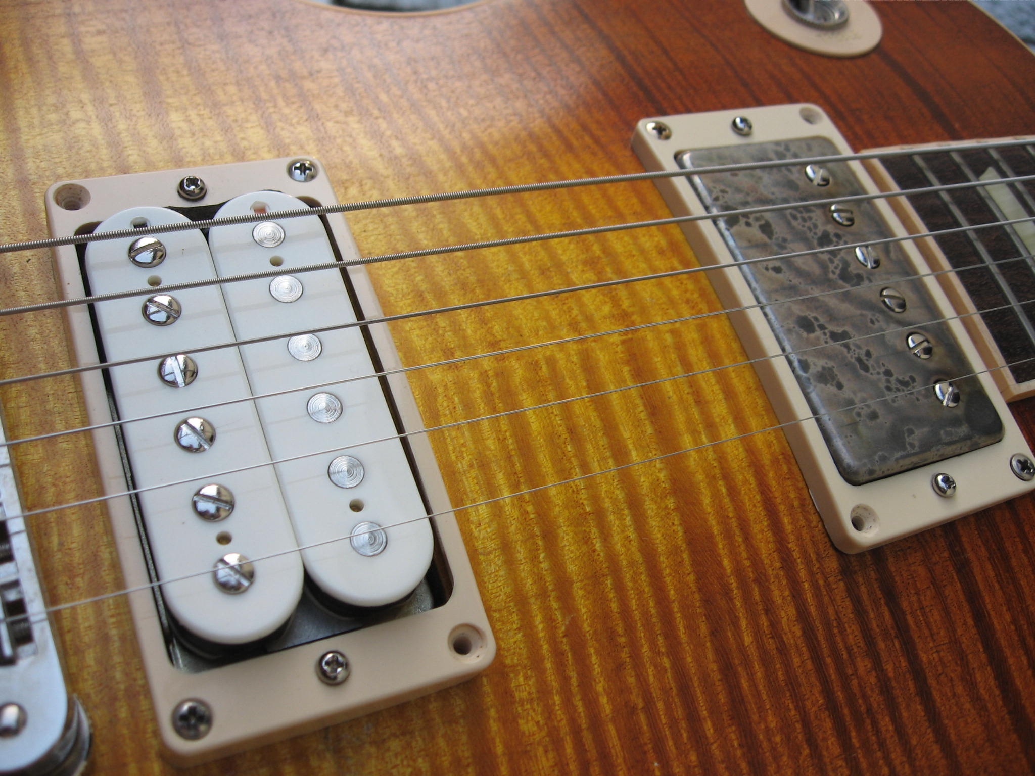 Charmant Eine Humbucker Gitarre Zeitgenössisch - Elektrische ...